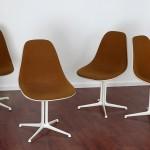 """Charles et Ray Eames - Suite de quatre chaises en fibre modèle """"Lafonda"""""""