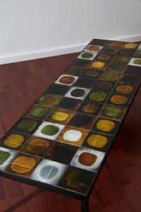 """Roger Capron - Table basse modèle """"Planètes"""", plateau en carreaux de céramique vernissée"""