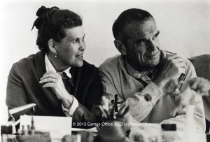 Charles et Ray Eames dans leur studio
