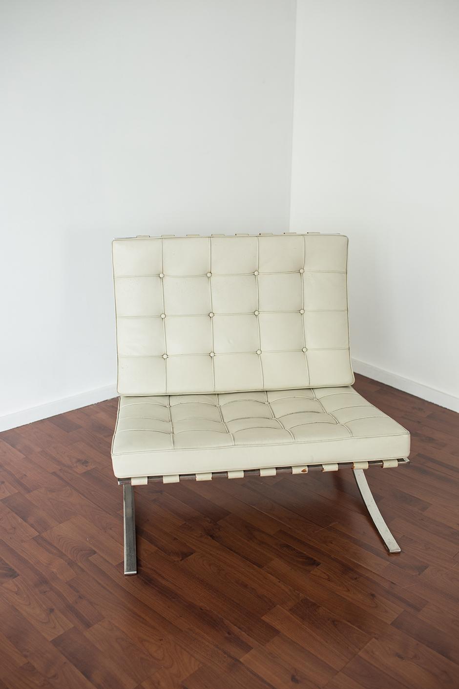 chauffeuse capitonne pouf x cm capitonne taupe full size of meilleur mobilier et ameublement. Black Bedroom Furniture Sets. Home Design Ideas