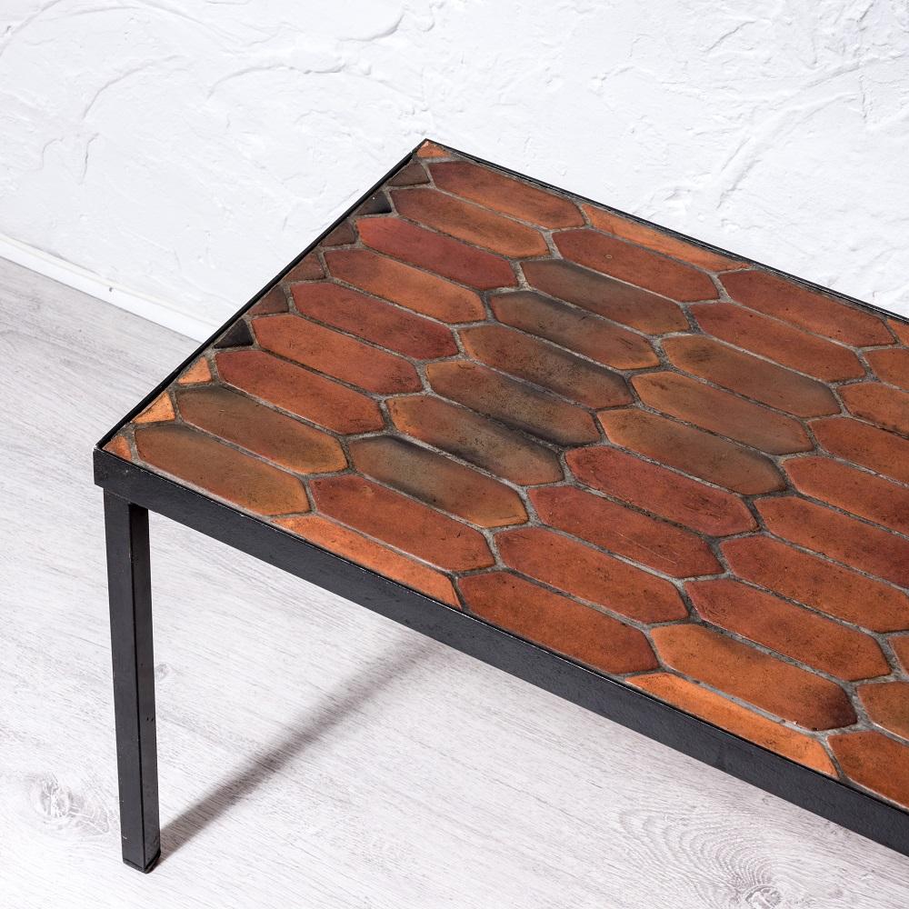 table basse plateau de c ramique par roger capron. Black Bedroom Furniture Sets. Home Design Ideas